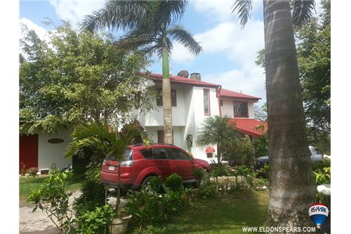 Remax real estate, Panama, Cerro Azul, Beautiful 2 Storey Mountain Home in Cerro Azul!