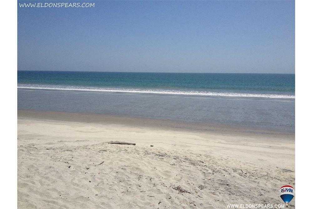 Remax real estate, Panama, Chame - Nueva Gorgona, Beach Access Lot for Sale in Playa Malibu! Nueva Gorgona Beach Lot.