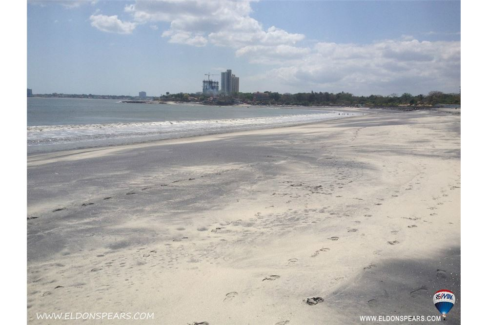 Remax real estate, Panama, Chame - Nueva Gorgona, Large Beach Access Lot for Sale in Playa Malibu!