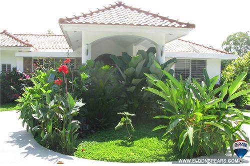 Remax real estate, Panama, Anton - Santa Clara, Large Santa Clara House with a Pool for Sale!