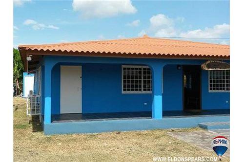Remax real estate, Panama, Coronado, Spacious 2 Bedroom Home in Coronado