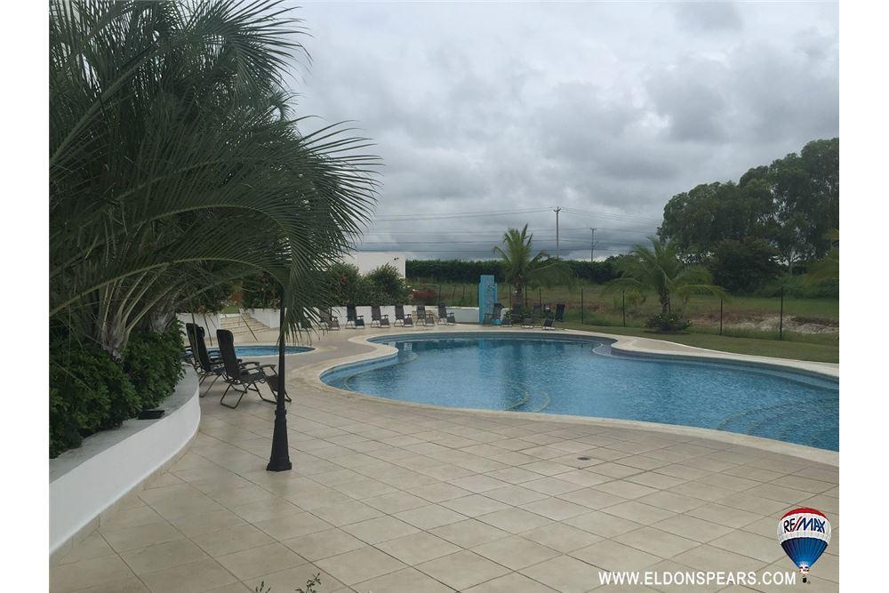 Remax real estate, Panama, Anton - El Farallon, Furnished Condo in the Playa Blanca Resort