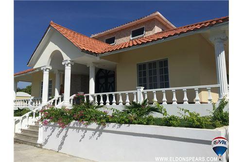 Remax real estate, Panama, Coronado, Large house on the Coronado Golf Course