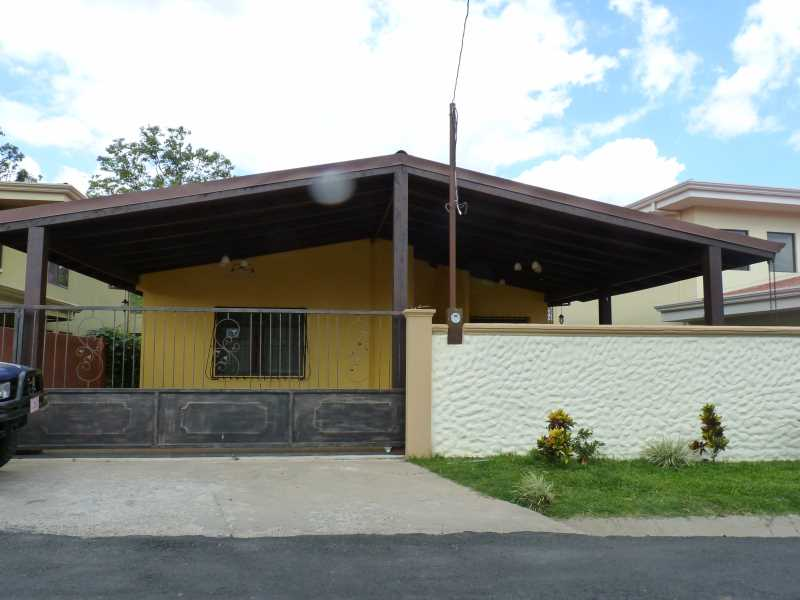 Remax real estate, Costa Rica, Atenas, House in a gated community - Barrio Mercedes, Atenas