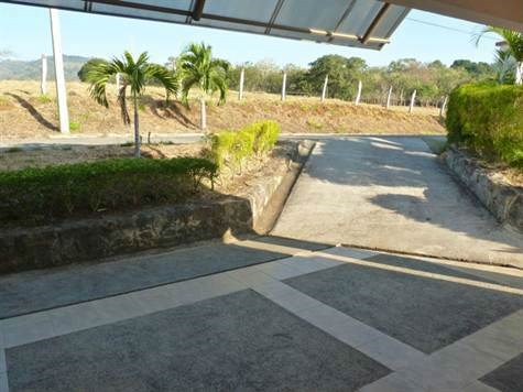 Remax real estate, Costa Rica, Atenas, Modern House with Pool for Sale in Atenas