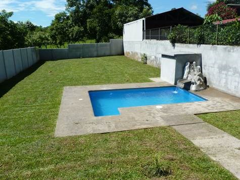 Remax real estate, Costa Rica, Atenas, House with pool - Great option!