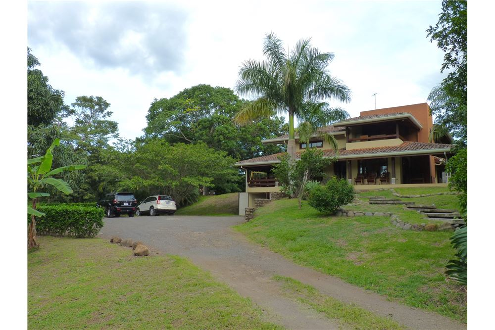 Remax real estate, Costa Rica, Atenas,  Large estate in the heart of Atenas