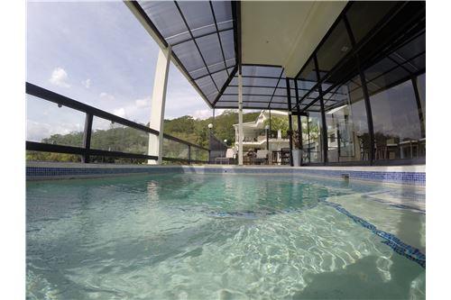 Remax real estate, Costa Rica, Escazú, Luxury Mansion in the Hills of Escazu. Impressive views & Rental Income