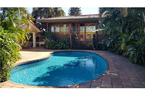 Remax real estate, Costa Rica, Escazú, Beautiful house Full Furnished. Escazu.